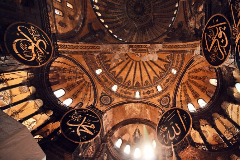 abdullah-oguk-GalU2QtN5_I-unsplash